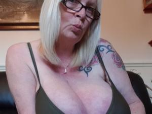 Profile Picture of Bustybabe38kk